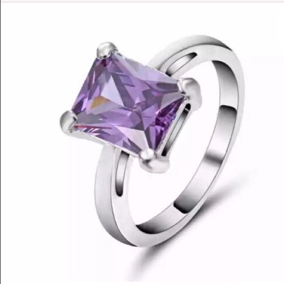 Jewelry - Purple ring
